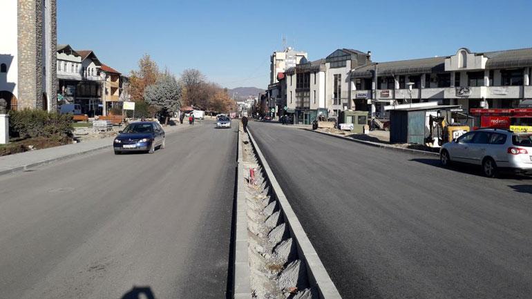 Alfaltohet pjesa e tretë e rrugës katër korsi, Gjilani merr pamje tjetër