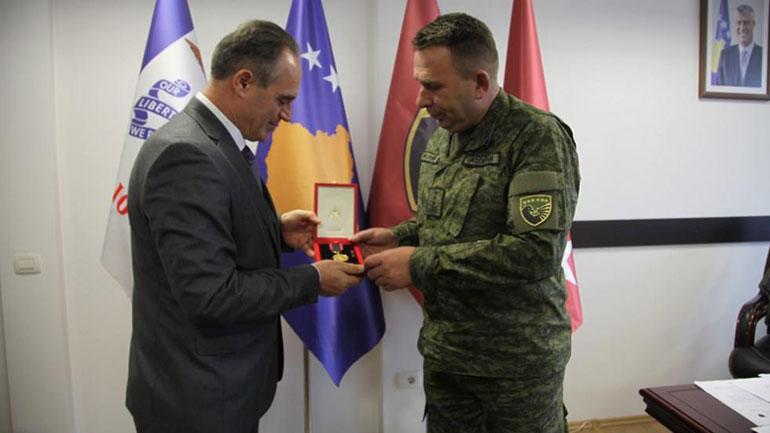 Kryeministri i Republikës së Shqipërisë dekoron me medaljen e artë Task Forcën e FSK-së