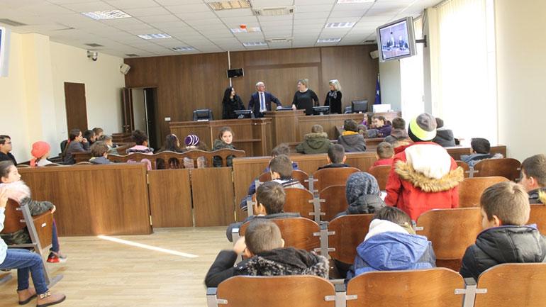 Filloristët vizitojnë Gjykatën Themelore në Gjilan