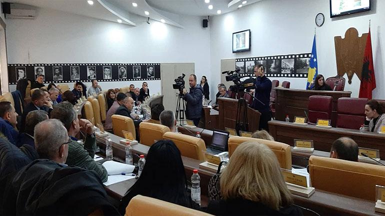 Kuvendarët e Gjilanit diskutojnë për lokacionin e varrezave, por nuk marrin asnjë vendim
