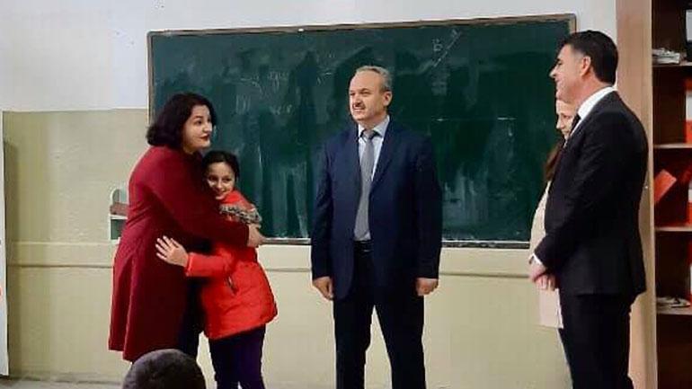 Filloi sistemimi i nxënësve nga Shqipëria – Robina Tollaj dhe Natalia Gashi i bashkohen shkollarëve gjilanas