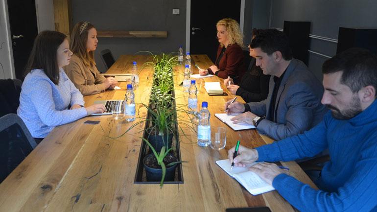 40 të rinjë nga Kamenica do të kenë mundësi të trajnohen në fushën e teknologjisë dhe kodimeve