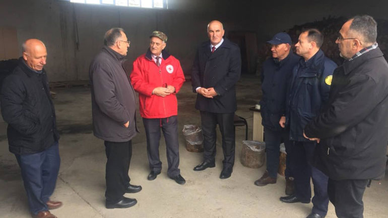 Kryetari i Vitisë vizitoi komisionet për përkujdesjen e familjeve të ardhura nga Shqipëria