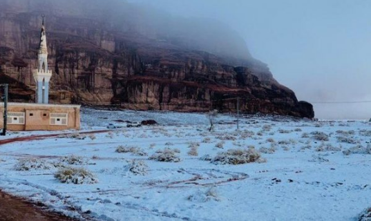 Shkretëtira e Arabisë Saudite mbulohet nga bora