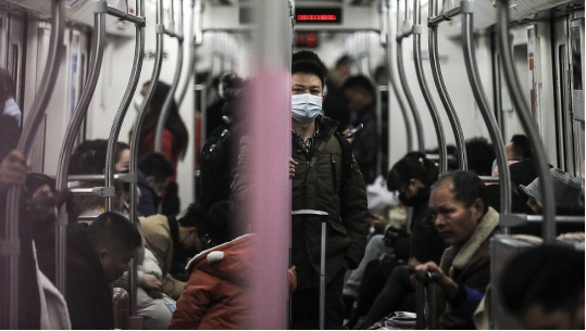 Qyteti kinez mbyll transportin publik për shkak të virusit vdekjeprurës