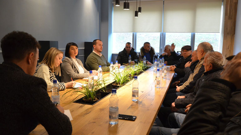 Kastrati në takim me banorët e lagjes Malësia, diskutohet zgjidhja e problemit për furnizim me ujë të pijshëm