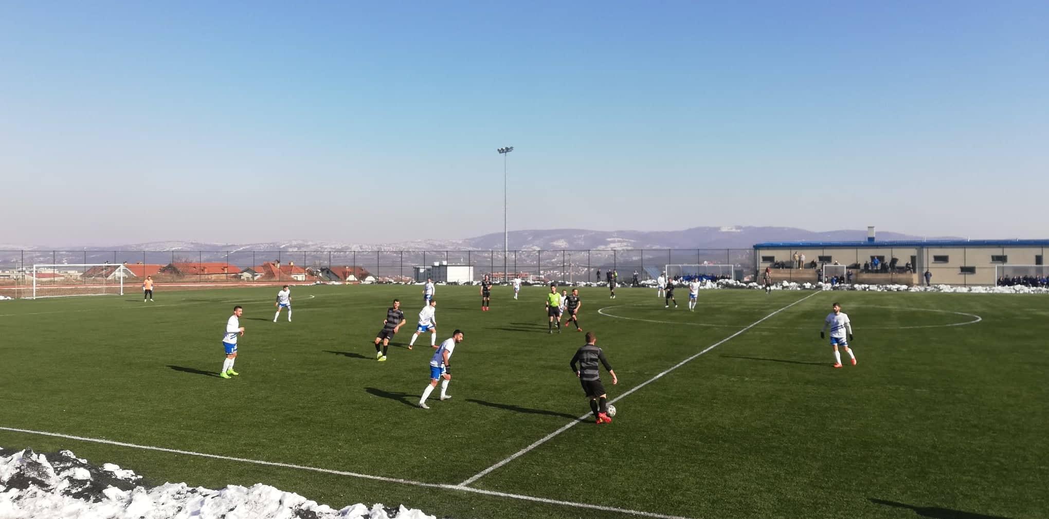 """""""Intelektualët"""" marrin zemër para derbit, Drita triumfon në miqësore ndaj FC Vitia"""