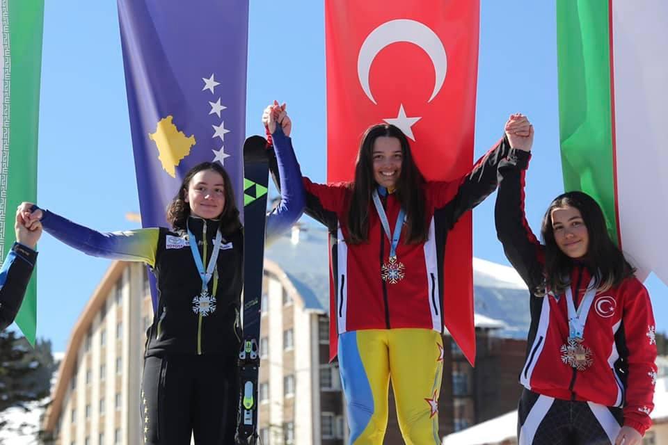 """Edhe një medalje nga Turqia, skitarja kosovare fiton të argjendtën në """"Uludag 2020"""""""