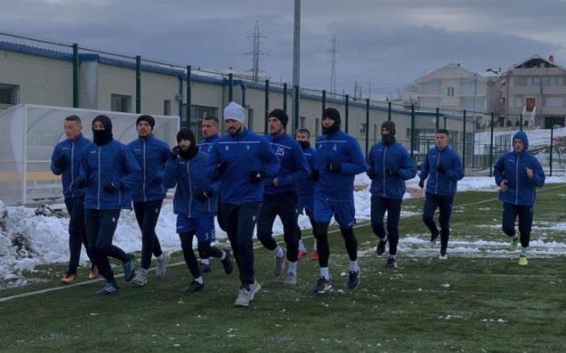 Në borë e në shi, Drita nuk i ndal stërvitjet
