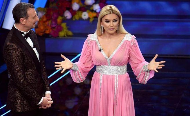 Prezantuesja shqiptare, Alketa Vejsiu shkëlqen në Festivalin e Sanremos në Itali
