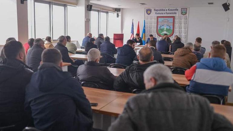 Mbahet sesioni informues me fermerët e Kamenicës, hapet edhe aplikimi për grante