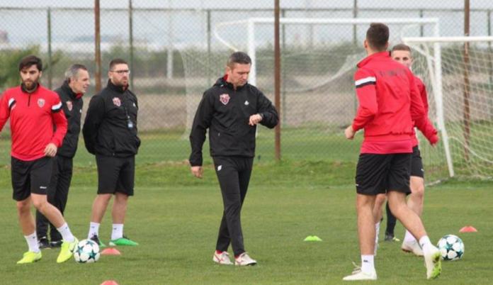 Trajneri i Flamurtarit paralajmëron Gjilanin