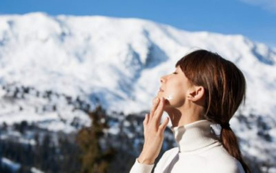 Këshilla si ta mbroni lëkurën gjatë dimrit