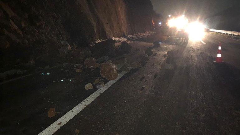 """Si pasojë e reshjeve ka pasur rrëshqitje të dheut në autostradën """"Ibrahim Rugova"""""""