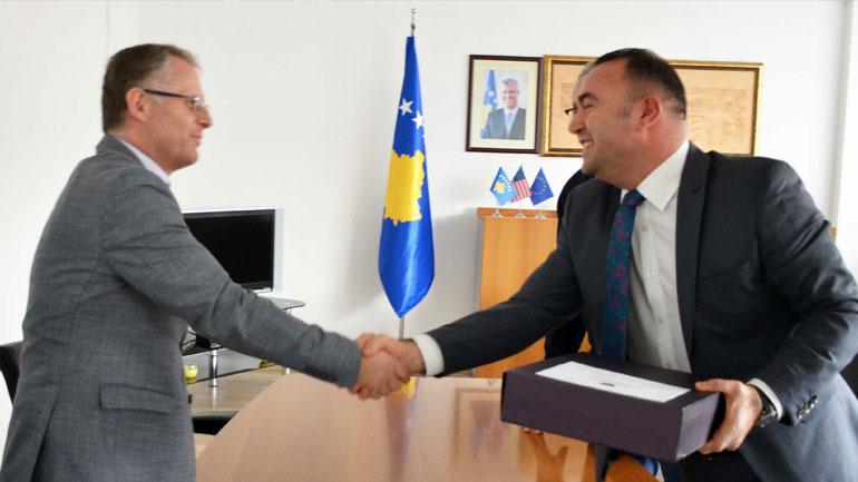 Ministri i Financave dhe Transfereve Besnik Bislimi zyrtarisht pranon detyrën
