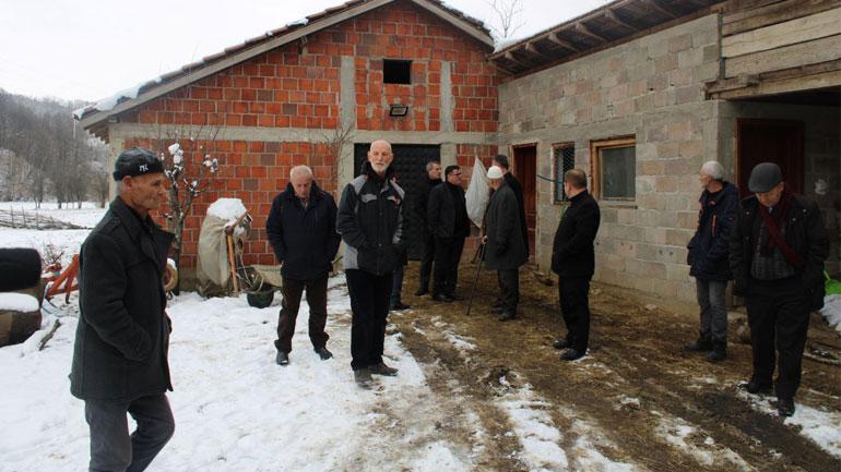 Haziri viziton fermën e Xhelil Zeqirit në Haxhaj