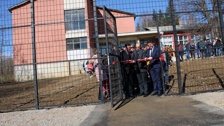 Inaugurohet fusha sportive në Bresalc, kosto 23 mijë euro