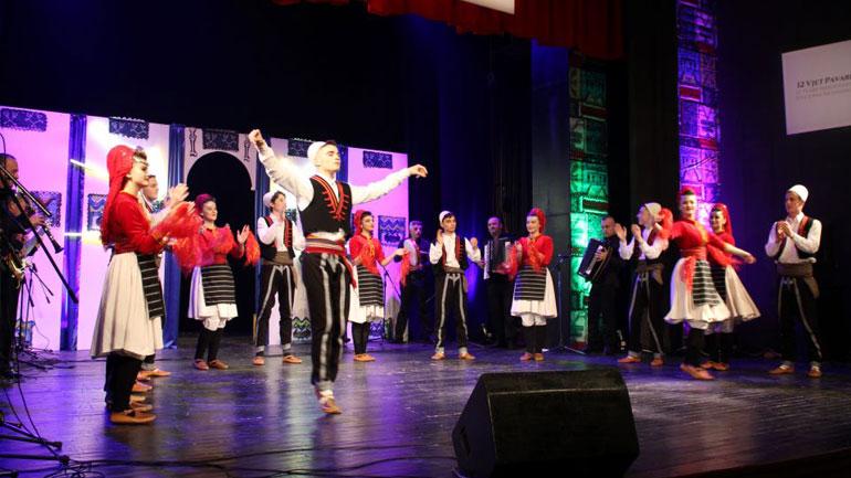 Ansamblet e Gjilanit, Kumanovës e Preshevës, performuan për nder të 12-vjetorit të pavarësisë