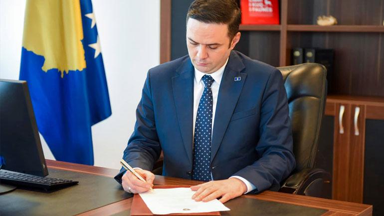 Ministri Abdixhiku anulon tenderin për autostradën Prishtinë-Gjilan