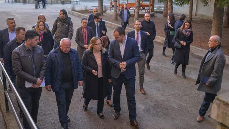 Kryetari i Kamenicës pret në takim ministren e MASHT-it