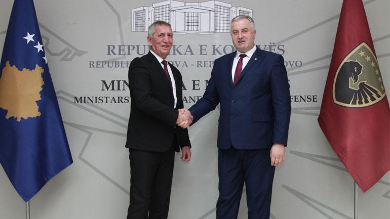 Në Ministri të Mbrojtjes u mbajt ceremonia e dorëzim-pranimit të detyrës së ministrit të mbrojtjes