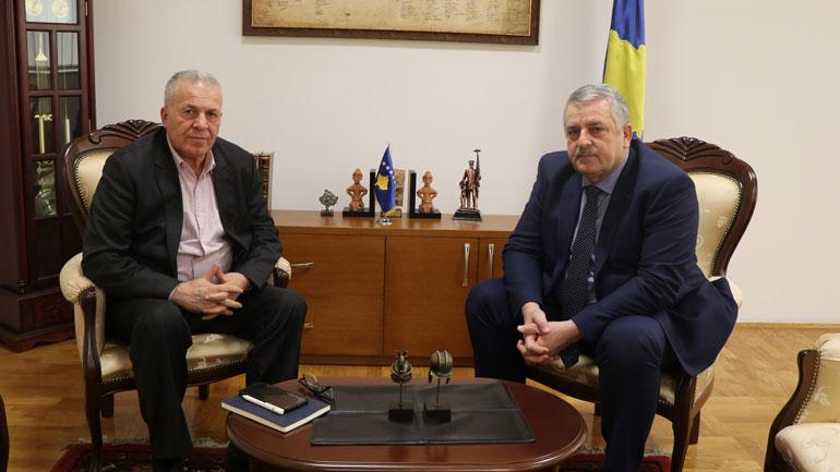 Ministri Veliu priti në takim përfaqësuesin e sindikatës së Policisë së Kosovës
