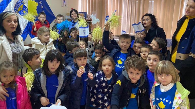 """Policia e Kosovës  pret në takim fëmijët e kopshtit """"Dardania"""""""