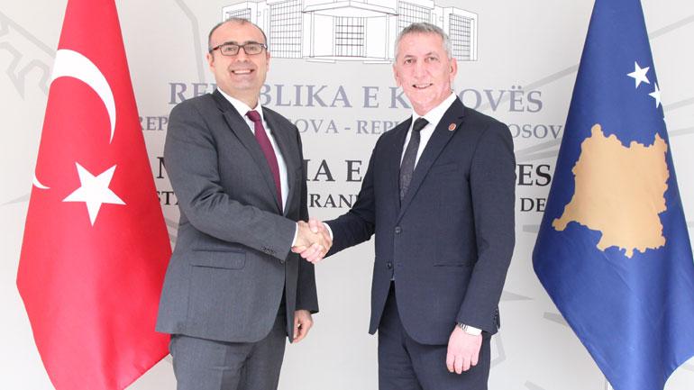 Ministri i Mbrojtjes priti në vizitë ambasadorin e Republikës së Turqisë