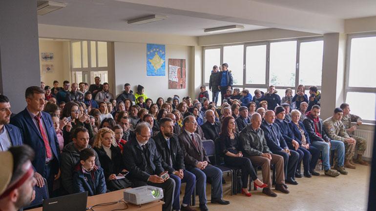 """Shkolla fillore """"17 shkurti"""" feston ditën e shkollës"""