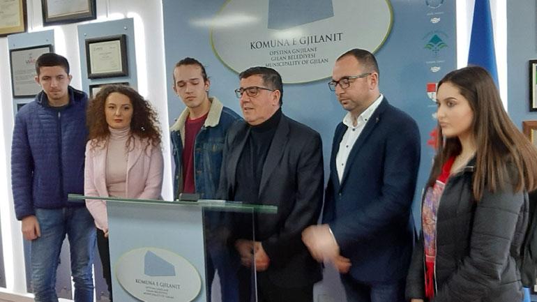 """Gjilani ndan bursat për 12 studentët e ekselencës nga fondi """"Pak nga ne, shumë për ata III"""""""