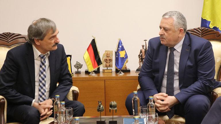 Ministri Veliu priti delegacionin gjerman për njohjen reciproke të patentë shoferëve