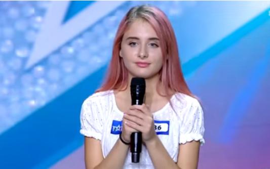 Shqiptarja mahnit jurinë italiane me vokalin e saj