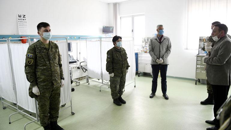 Presidenti Thaçi vizitoi Qendrën Mjekësore të FSK-së