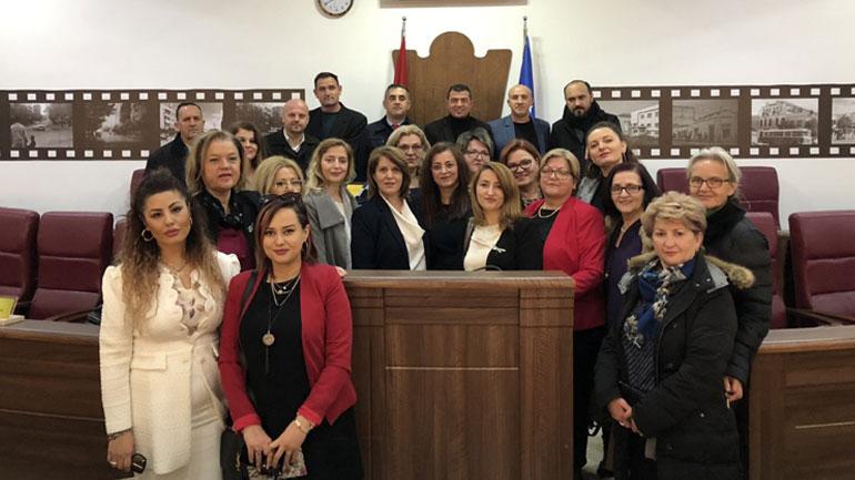 Kurteshi-Emini: Gratë kanë dhënë kontributin e tyre në të gjitha proceset e vështira nëpër të cilat ka kaluar Kosova