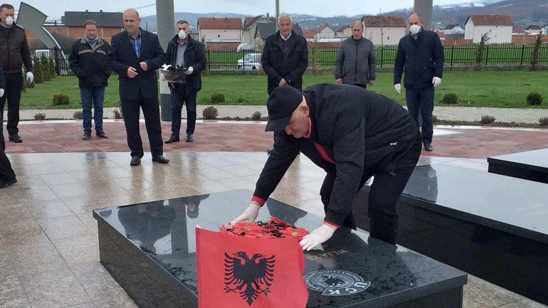 """Respekt e nderim për Njazi Azemin-Komandant """"Mjekrra"""" në 19-vjetorin e rënies"""