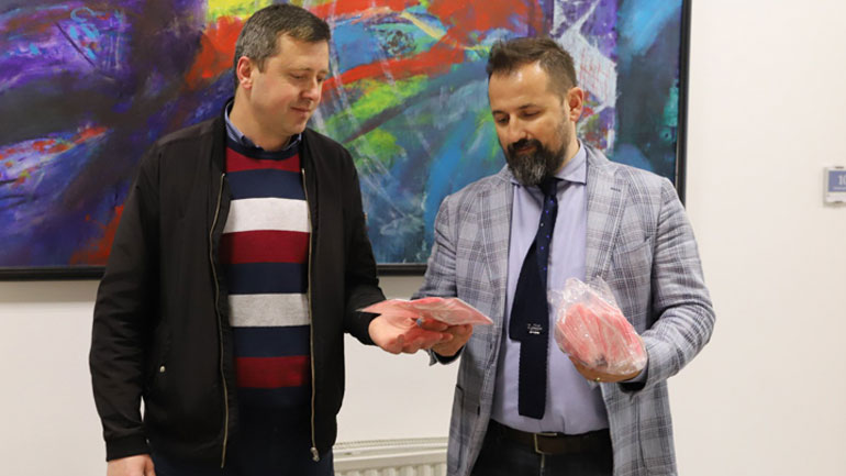 """""""Spitex Kosova"""" dhuron 40 000 maska për ballafaqim me Covid-19"""