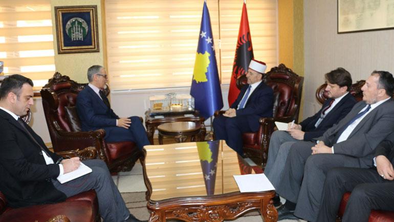 Ministri Arben Vitia u takua me Myftiun Naim Tërnava dhe me Imzot Dodë Gjergji
