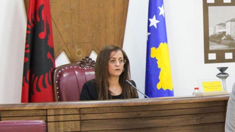 Kurteshi-Emini i gëzohet vendimit për ndarje të bursave, premton mbështetje të vazhdueshëm për studentë