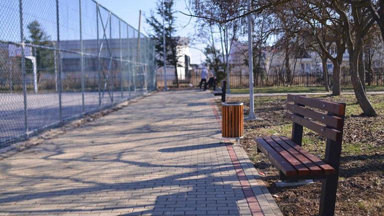 Zëvendësohen ulëset e dëmtuara me të reja në Kamenicë