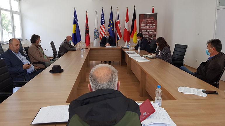 Kryetari i Vitisë njofton shefat e grupeve të këshilltarëve komunal për menaxhimin e situatës me COVID-19