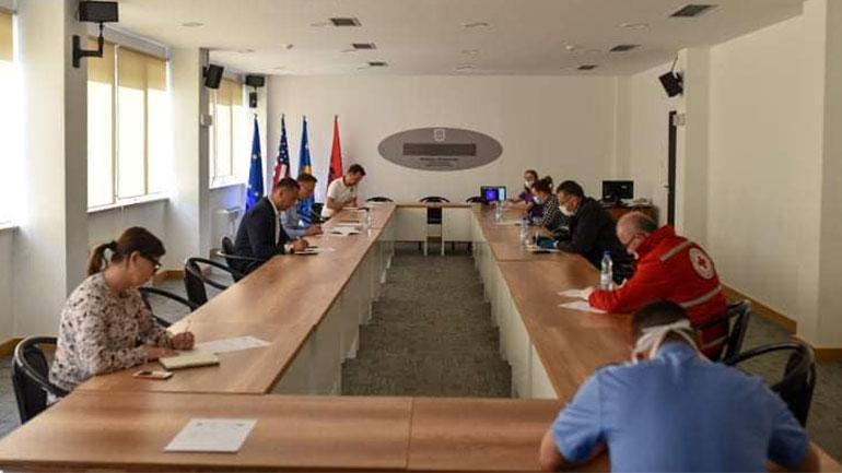 Diskutohet për situatën e krijuar në komunën e Kamenicës nga COVID-19