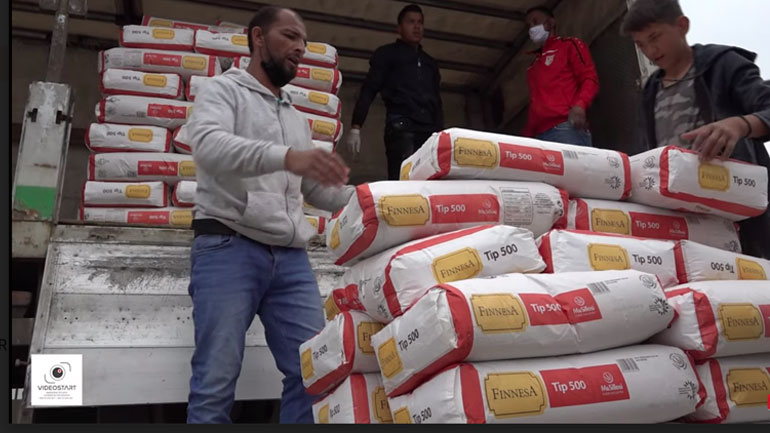 Labinot Tahiri ndihmon komunitetin egjiptian me miell dhe pako ushqimore (video)