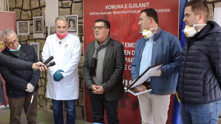 Gjilani pranon një respirator nga dr. Gazmend Boshnjaku për nevoja të pacientëve në QKMF