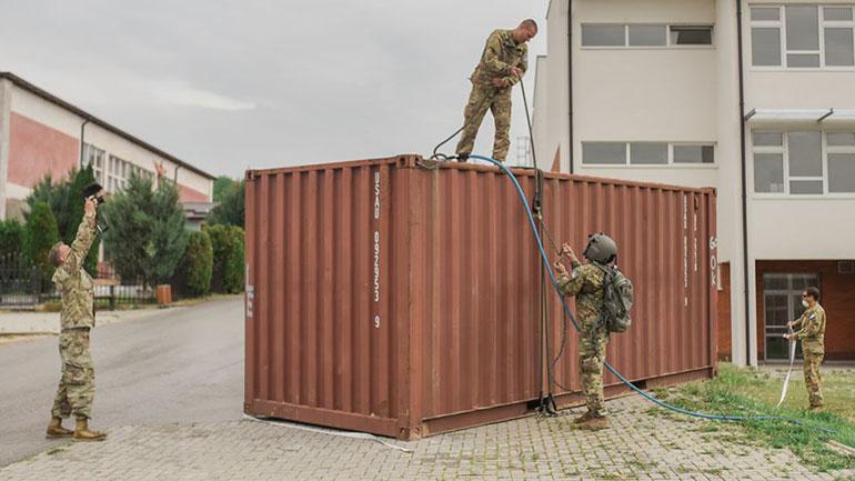 Kamenica pranon një kontejner për nevojat e stafit shëndetësor, donacion nga KFOR-i