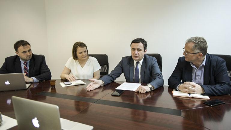 Kryeministri në detyrë Kurti bashkëbisedoi me ndërmarrës dhe përfaqësues të bizneseve të Diasporës Shqiptare