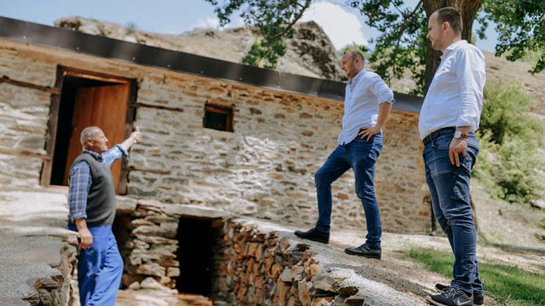 Kryetari i Kamenicës viziton mullirin e renovuar në Hogosht