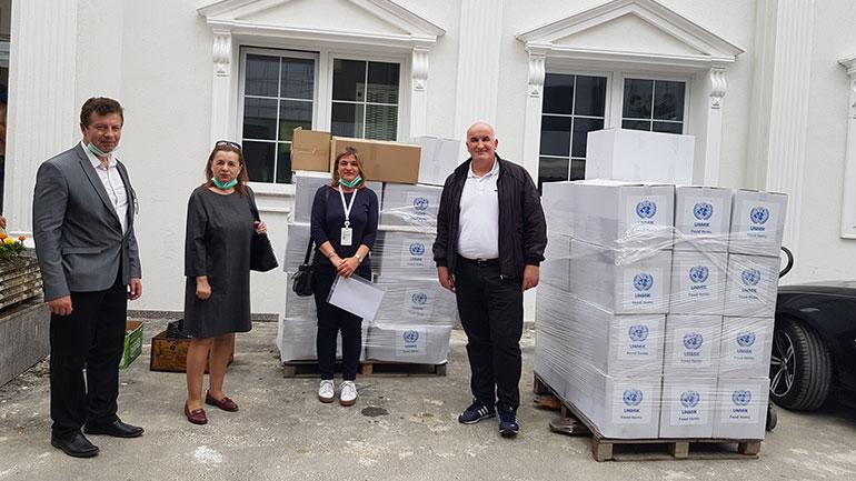 Komuna e Vitisë pranon 50 pako ushqimore dhe 40 higjienike nga UMNIK-u për qytetarët në nevojë