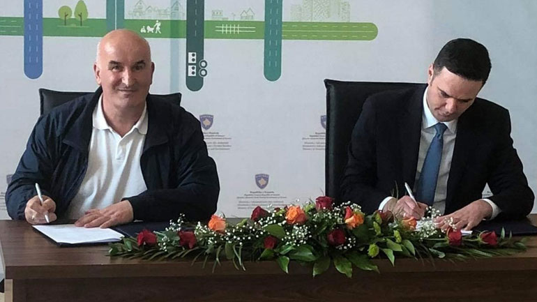 Kryetari Haliti dhe Ministri Abdixhiku nënshkruajnë një dokument me të cilën Vitia do të përfitojë 500 mijë euro