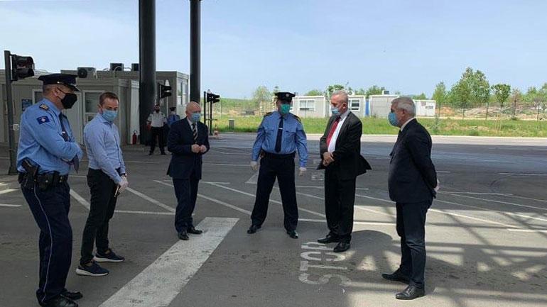 U.d Ministri Xhelal Sveçla vizitoi pikë-kalimin kufitar në Merdare