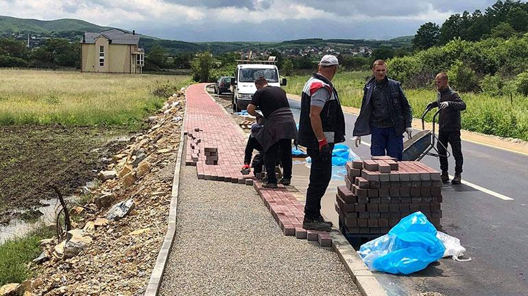 Kryetari Haliti vizitoi Vërbanin, për të parë punimet që po zhvillohen në ndërtimin e trotuarit